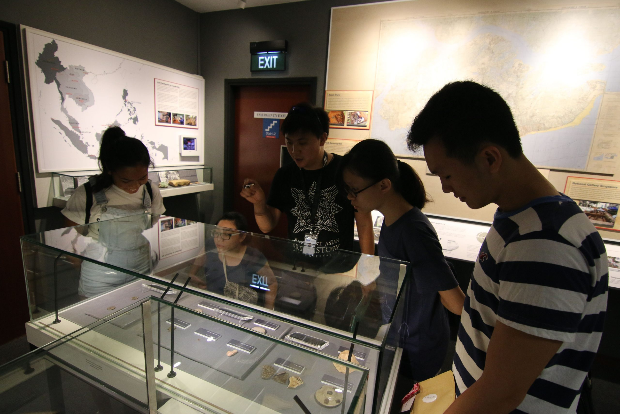 Mr. Michael Ng giving an explanation of the artefacts displayed at the NSC AU Gallery  in the ISEAS – Yusof Ishak Institute's Library. (photo credit: Dineshram S/O Sukumar)